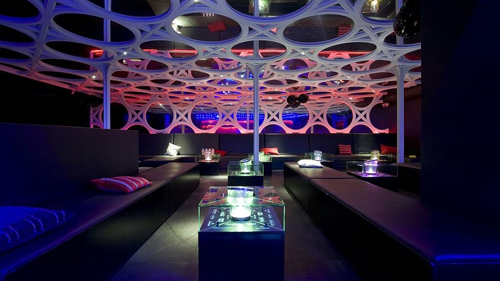 Bij AIR Amsterdam zijn je gasten gegarandeerd onder de indruk van de feestlocatie.