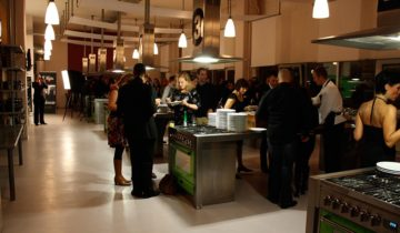 Samen koken met collega's bij de Kookfabriek Amsterdam