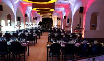 Dineer samen met collega's tijdens jullie personeelsfeest bij feestlocatie Het Kasteel Sparta Stadion in Rotterdam.