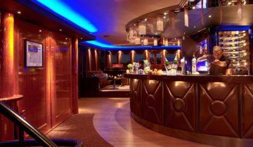 De bar van feestlocatie Grace Kelly in Rotterdam.