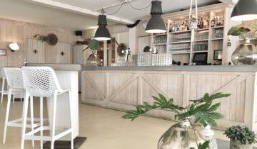 De bar binnen bij Down Under in Nieuwegein