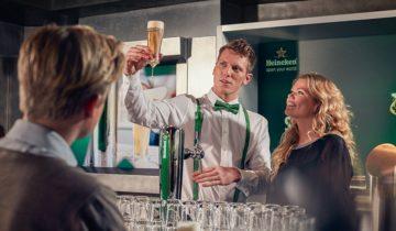 Tap samen met je collega's een biertje bij de Heineken Experience in Amsterdam.
