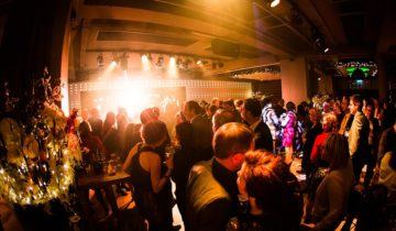 Dansen met collega's bij CitySense feestlocatie Utrecht.