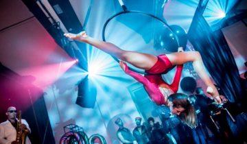 Danseres bij het Tobacco theater feestlocatie Amsterdam.