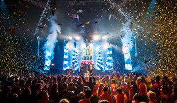 Vier een groots personeelsfeest bij feestlocatie central studios in Utrecht.