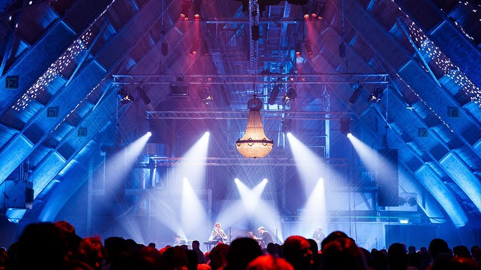 Een groot personeelsfeest bij DeFabrique feestlocatie in Utrecht.