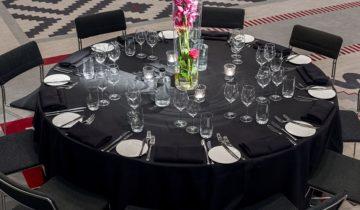 Een ingedekte tafel van Grand Hotel Krasnapolsky feestlocatie Amsterdam