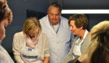 Kok Julius Jaspers kan jullie tijdens een personeelsfeest een kookworkshop geven bij de kookfabriek Amsterdam.