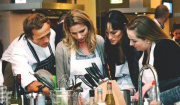 Door professionals begeleid tijdens jullie personeelsfeest bij de Kookfabriek Den Haag.