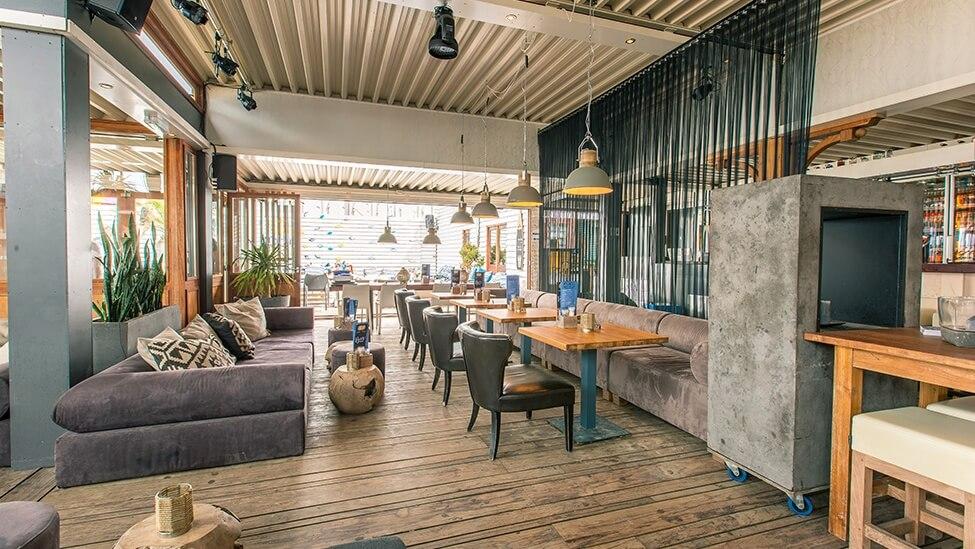 Overzicht restaurant van beachclub fuel feestlocatie in Bloemendaal.