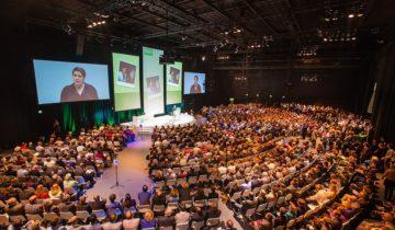 Een plenaire presentatie bij feestlocatie Central Studios in Utrecht.