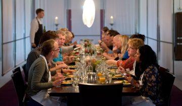 En natuurlijk samen dineren tijdens jullie personeelsfeest bij de Kookfabriek Den Haag.