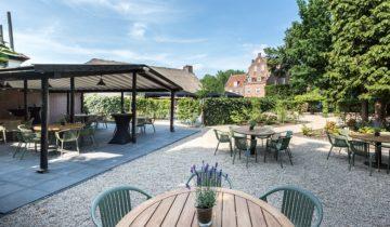 Het terras van De Hooiberg van feestlocatie De Landgoederij in Bunnik leent zich uitstekend voor je personeelsfeest buiten.