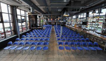 Een theateropstelling bij de ij-kantine feestlocatie in Amsterdam.