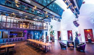Theaterzaal van feestlocatie het Tobacco theater in Amsterdam.