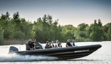 Varen over water bij Experience Island feestlocatie Loon op Zand.