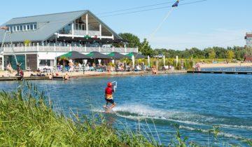 Ook voor watersport met collega's kun je terecht bij Down Under in Nieuwegein
