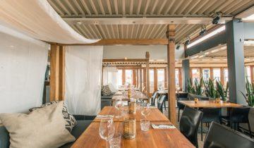 Zithoek bij beachclub fuel feestlocatie in Bloemendaal.