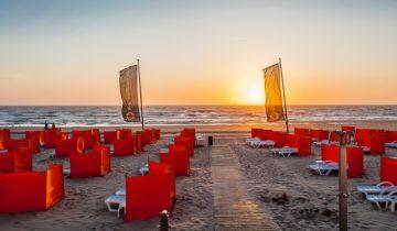 Zonsondergang op het strand bij beachclub O feestlocatie Noordwijk aan zee.