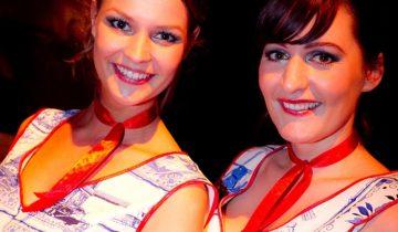 Hollandse meisjes tijdens het personeelsfeest Holland Fest