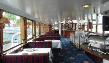 Gedekte tafels op Raderstoomboot De Majesteit in Rotterdam.