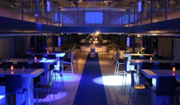 Feestzaal met verlichting op de Pure-Liner. Feestlocatie Amsterdam