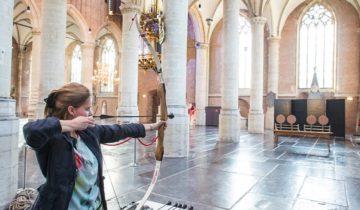Verschillende activiteiten in de Pieterskerk feestlocatie in Leiden.