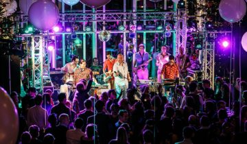 Band treed op tijdens feest in Staal Rotterdam.