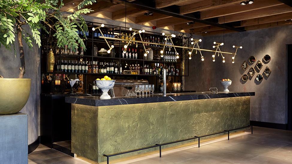 De bar in het voorhuis van feestlocatie Mereveld in Utrecht.