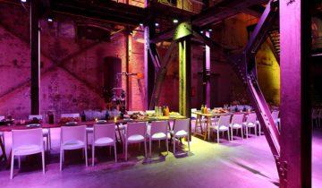 De binnenstraat van feestlocatie SugarCity in Amsterdam kan goed gebruikt worden voor dineren.