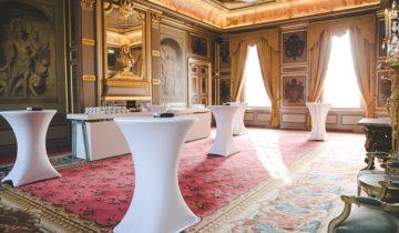 Een borrel setting voor een personeelsfeest bij feestlocatie Slot Zeist.
