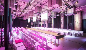 Catwalk in de grote zaal van feestlocatie Maassilo feestlocatie in Rotterdam.