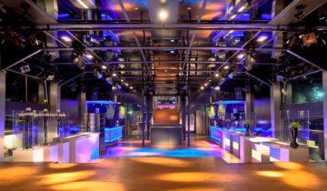 Zicht op de centrale ruimte van de feestlocatie Oceandiva Futura in Amsterdam.