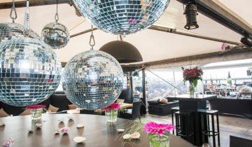 Vier jullie personeelsfeest bij Strandclub Wij in Scheveningen.