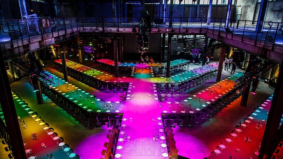 De techniek van feestlocatie Sugarcity zorgt voor de perfecte sfeer van jullie evenement.