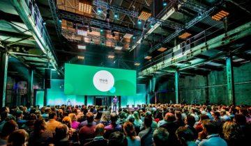 Feestlocatie SugarCity in Amsterdam leent zich ook goed voor grote presentaties.