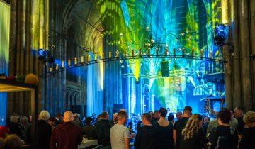 Gekleurde belichting de Orangerie feestlocatie Den Bosch.
