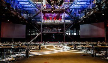 Een overzicht over de zaal van feestlocatie Sugarcity in Amsterdam.