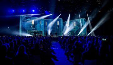 Podium met entertainment bij het NBC Congrescentrum in Nieuwegein.