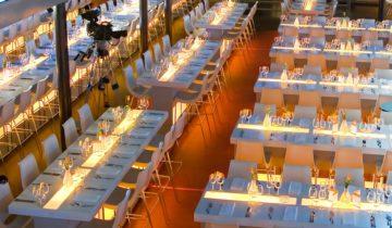 Een uitgebreid diner met collega's op de oceandiva original.