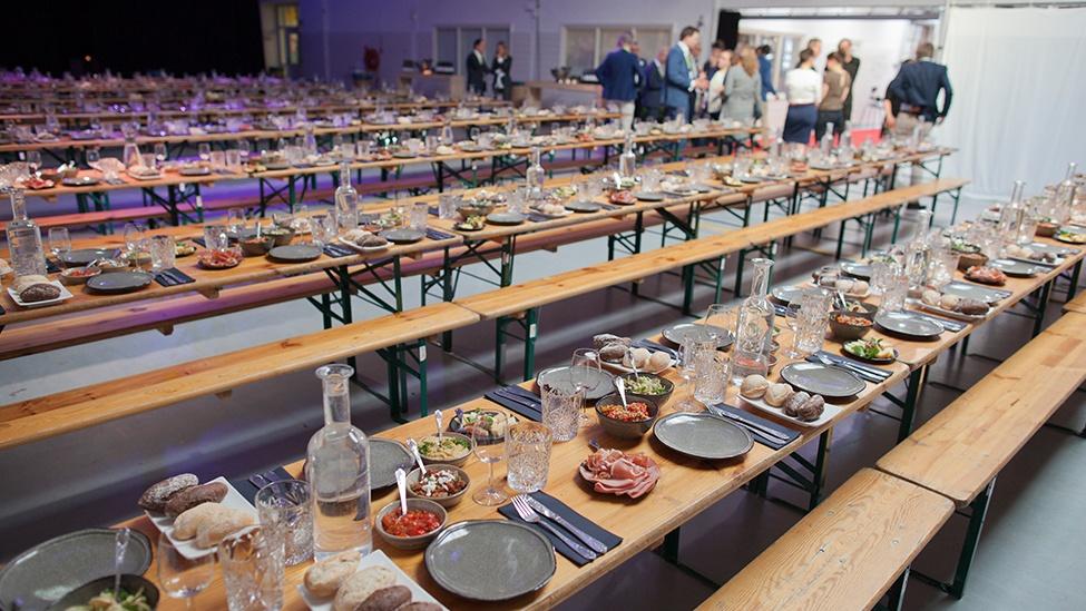 Informele dinersetting in De Productiehal in De Prodentfabriek