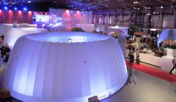 Met inflatable domes kan Hangaar2 opgedeeld worden in kleinere ruimtes tijdens een personeelsfeest of bedrijfsevent.