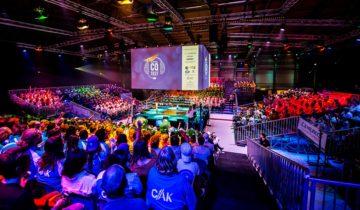 De tribune van feestlocatie Hangaar2 in Katwijk.
