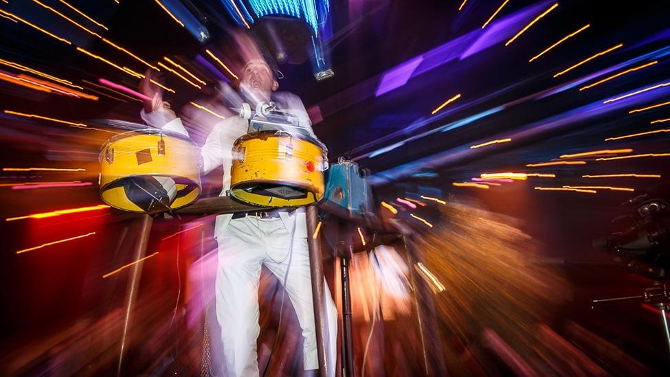 Spectaculaire drumopening tijdens het Vrienden Van Themafeest.