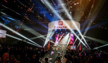 Entertainment op het podium tijdens het Vrienden Van Feest.