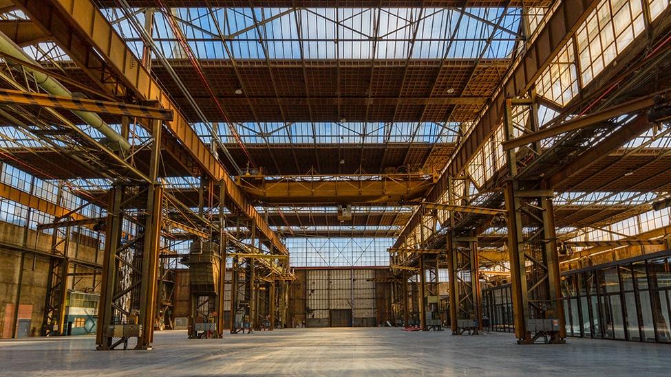 Overzicht over de grote zaal van de Werkspoorkathedraal feestlocatie in Utrecht.