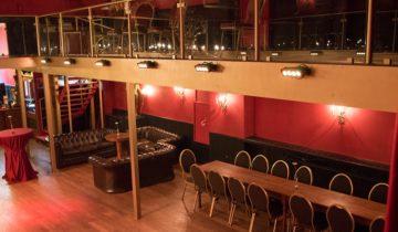 Bovenaanzicht op de theaterzaal van De Avenue feestlocatie in Breda.