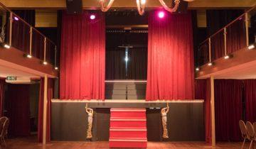 Podium van de Theaterzaal feestlocatie De Avenue in Breda.