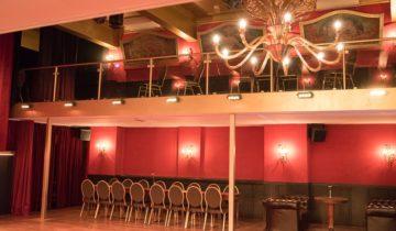 Overzicht van de theaterzaal van De Avenue feestlocatie in Breda.