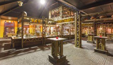 Binnentuin voor borrel bij Jaiselings Royal Palace feestlocatie Wernhout.